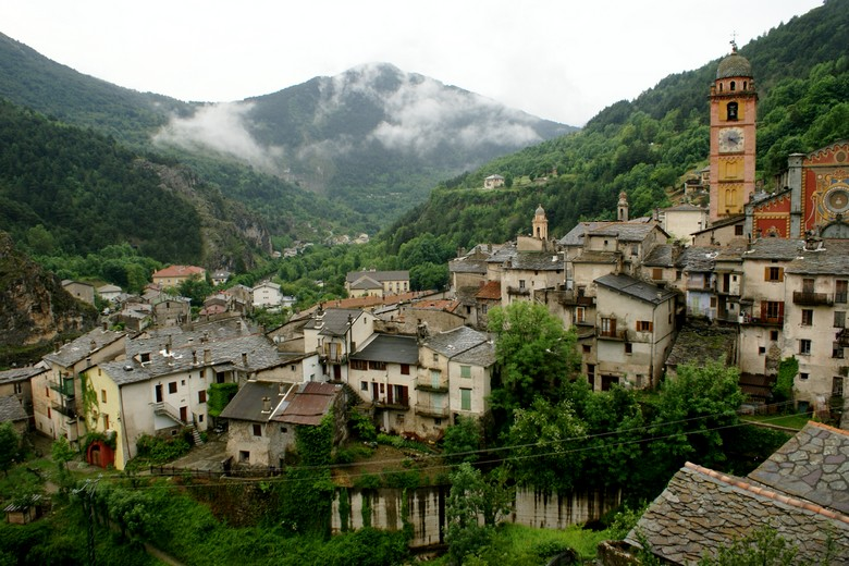 Tende (Alpes-Maritimes) - Point de vue une partie du village